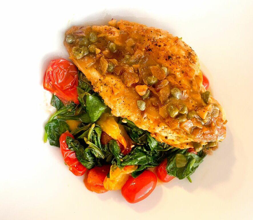 Kyckling piccata serveras