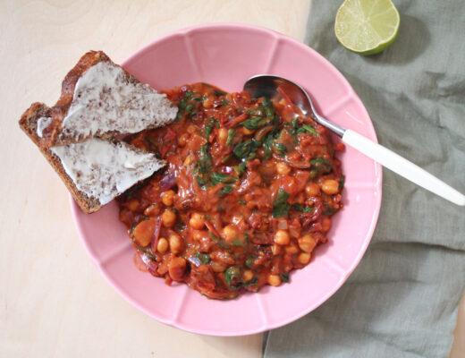 Tomatpanna med kikärter