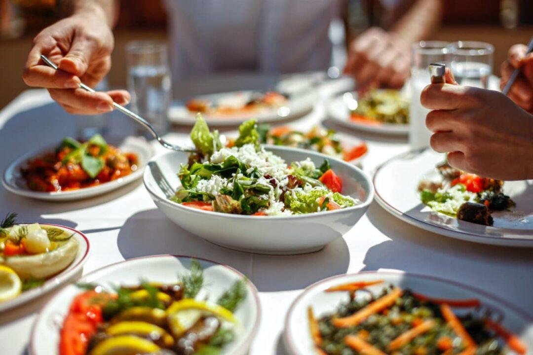 Välj vegetariskt, Vegetarisk mat serveras