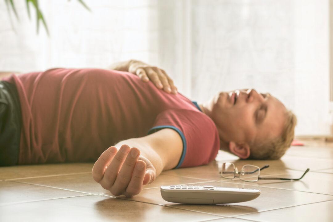 Medvetslös man med inslinchock, en checklista för anhöriga över hur man använder glukagon