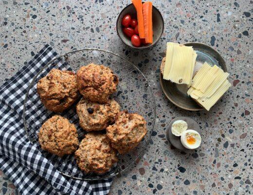 Havrescones med russin och aprikoser